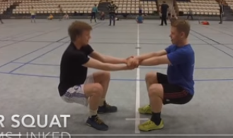 partner-squat-gekruisd